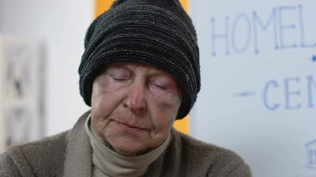 солидарность : Abandoned homeless female looking to camera in despair, social support center Стоковые видеозаписи