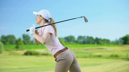 golfjátékos : Female with club playing golf, suffering pain in back, sports trauma and health Stock mozgókép