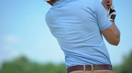 inflammation : Male playing golf, suddenly feeling spasm in neck, sports trauma result, health Stock Footage