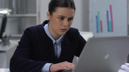 отчаянный : Upset female employee closing laptop, workload exhaustion, occupational burnout