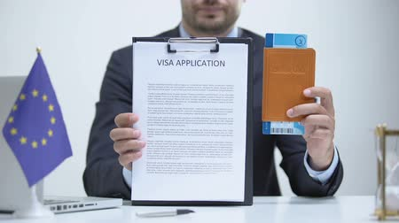 konsultant : EU consular officer showing visa application and passport, refugee policy Wideo