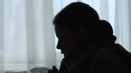 плед : Silhouette of girl feeling unwell, suffering fever and headache, flu symptoms