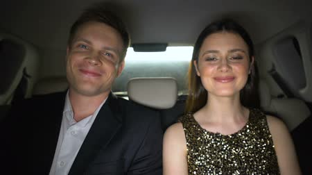 вспышка : Smiling celebrities sitting on back seats and looking at camera, superstars