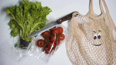 sac pain : Plastic packages rejection in favor of eco bag for vegetables, ecology concept
