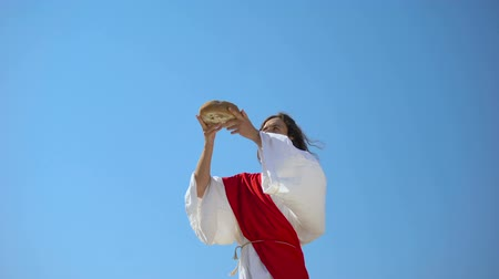 communion : Jesus God raising bread in hands to sky, blessing sacramental food, Eucharist Stock Footage