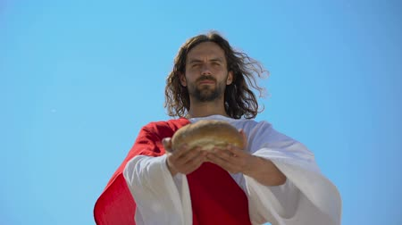eucharistie : Generous man offering bread, biblical story to give food to hungry, charity