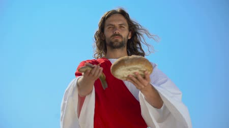 евангелие : Jesus showing fish and bread, biblical story, miracle about feeding thousands