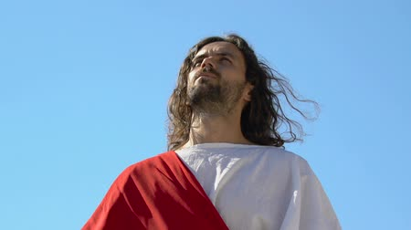 simbolismo : Jesus raising hands to heaven, asking father for help and mercy, blessing God