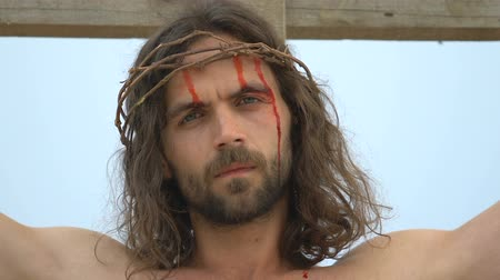 crucifixo : Portrait of crucified Jesus in crown of thorns, looking into camera, sacrifice