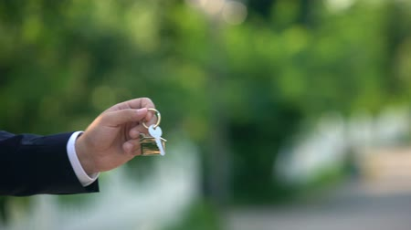 проданный : Real estate agent giving keys from apartment to woman, success deal, sale