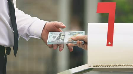 agente di commercio : Male taking dollar banknotes from post box, money transfer, bank service payment Filmati Stock