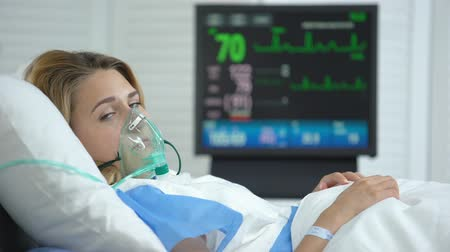 wakes : Crying woman in oxygen mask looking at camera, stabilized after surgery, health Stock Footage