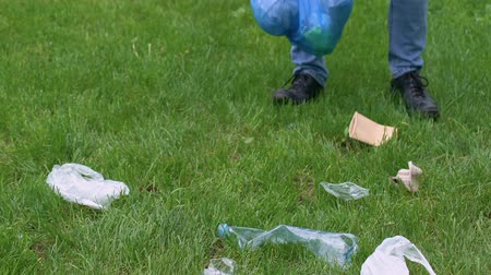 ekosistem : Man volunteer collecting rubbish in park environmental pollution ecology problem Stok Video