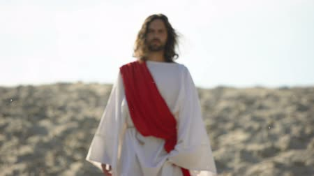 евангелие : Jesus walking to people, preaching Christian faith in desert, soul salvation