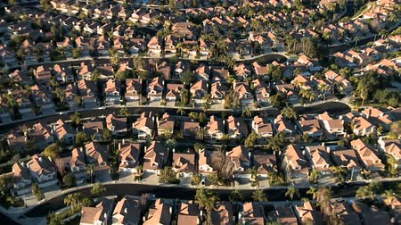 bydlení : Aerial footage of housing development that appears in the opening credits of Weeds.