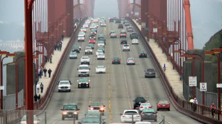pomost : Time Lapse of Traffic Crossing the Golden Gate Bridge