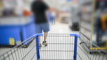 покупка товаров : Shopping Cart Blurred Стоковые видеозаписи