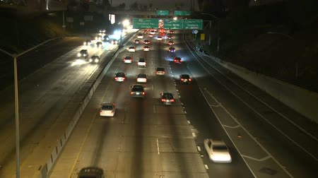 kilitlemek : Time Lapse of Traffic on the 101 Freeway at Night  Los Angeles