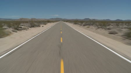 deserto : Speeding Down Abandon Mojave Desert Road