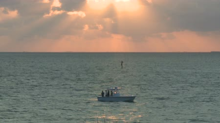 рыболовство : Time Lapse of Fishing Boat at Sunset - Florida Keys