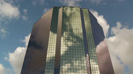 corporativa : Time Lapse of Reflection of Clouds off a Building Vídeos