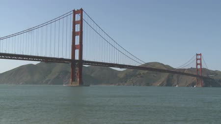 gates : Golden Gate Bridge Boat Traffic