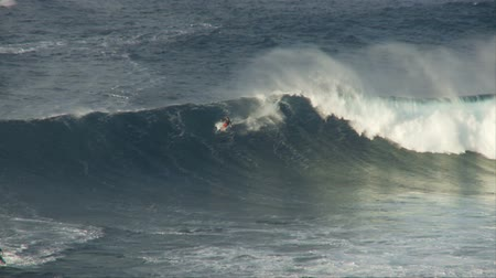 büyük : Big Wave Surfers at Jaws, Maui Hawaii - Slow Motion