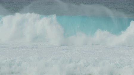 surf : Raging Sea - Big Waves In Slow Motion Filmati Stock