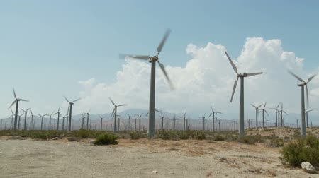 moinho de vento : Wind Powered Turbines  Windmills - Time Lapse
