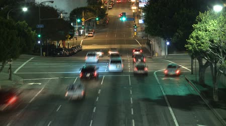 encruzilhada : Time Lapse of Traffic at Night in Downtown Los Angeles Stock Footage