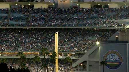 kibice : Time Lapse of Dodger Stadium at Night - Los Angeles
