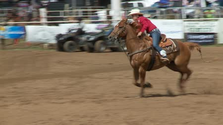 koń : Rodeo Cowboys - Cowgirls Barrel Racing  in Slow Motion