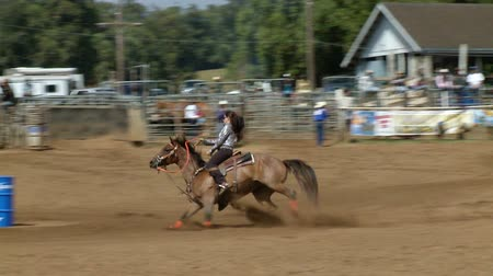 гоночный : Rodeo Cowboys - Cowgirls Barrel Racing  in Slow Motion