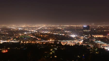 údolí : Overview of the San Fernando Valley at Night