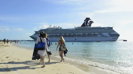 rondvaart : Time-lapse van cruiseschip in Grand Turk eiland