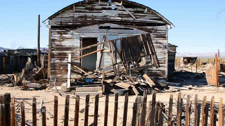 apodrecendo : Abandon Home in the Mojave Desert Stock Footage