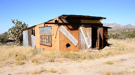 trener : Abandon Buildings in the Mojave Desert