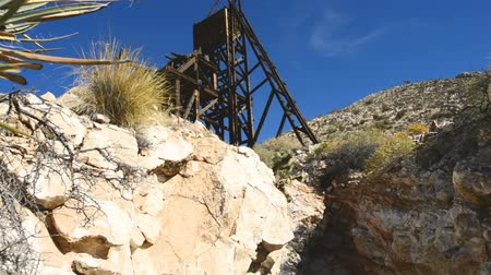 руины : Abandon Mine in the Mojave Desert Стоковые видеозаписи