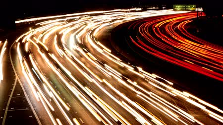 vozidla : Time Lapse of Busy Freeway Traffic at Night - 4K