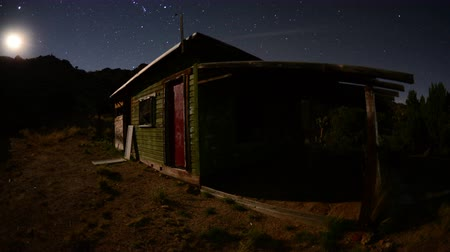 vozidla : Time Lapse of Abandon House in the Desert  at Night - 4K