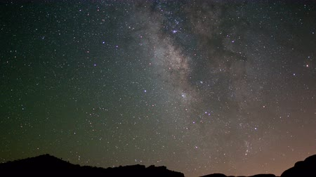 etoile : Time Lapse of Night Sky à Joshua Tree - 4K - 4096x2304
