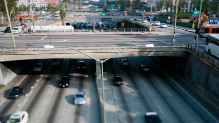verkeersbord : Zwaar verkeer op Viaduct over de 101 Freeway in Downtown Los Angeles - 4K