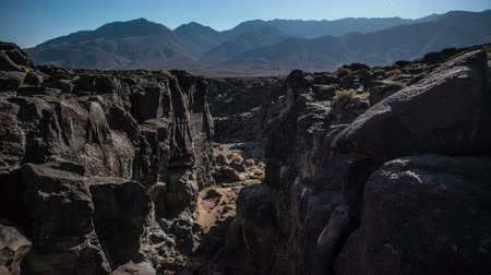 lave : Time Lapse of Fossil Falls California Desert - 4k
