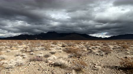 západ : Time Lapse of the Mojave Desert Storm Clouds -4K