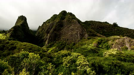 sagrado : Time Lapse of Iao Valley in Maul Hawaii - 4K - 4096x2304