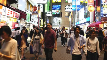 tokio : Time Lapse of Busy Shibuya Shopping District Evening  - Shibuya, Tokyo Japan