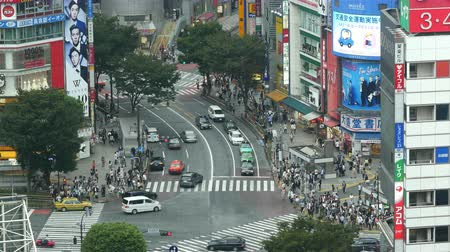 скрестив : Time Lapse of Busy Shibuya Scramble Crossing From Above  - Shibuya, Tokyo Japan