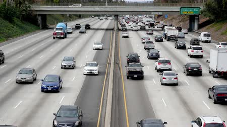 havai : Zoom Out  Overhead Time Lapse View of Traffic on Busy Freeway in Downtown Los Angeles California Stok Video