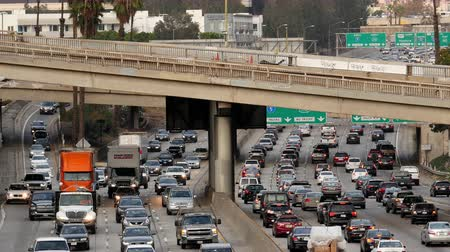 marmeláda : Zoom Out  Overhead Time Lapse View of Traffic on Busy Freeway in Downtown Los Angeles California Dostupné videozáznamy