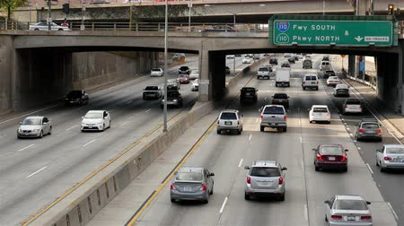 auto estrada : Overhead View of Traffic on Busy Freeway in Downtown Los Angeles California